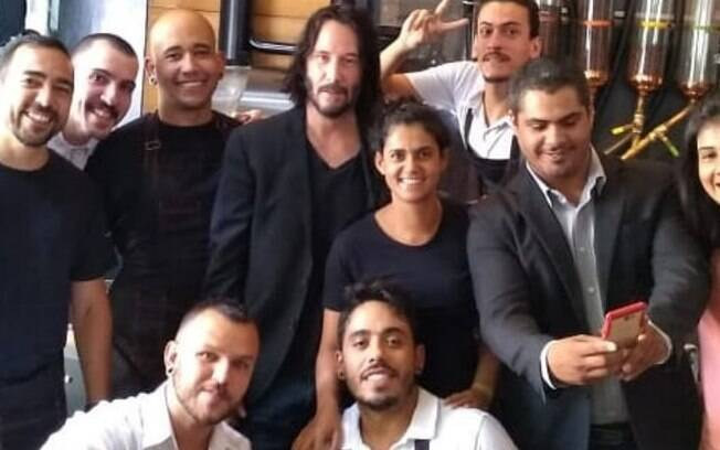 Fãs posam com Keanu Reeves