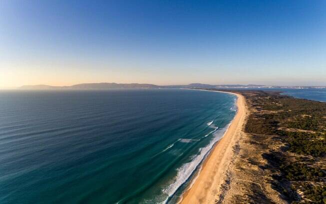 Conhecida por sua calmaria, a praia de Comporta é o destino ideal para quem quer evitar ao máximo qualquer tipo de aglomeração