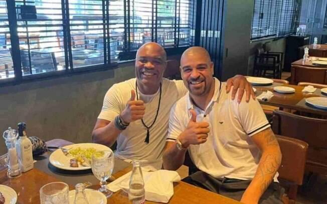 Adriano publica foto com Anderson Silva