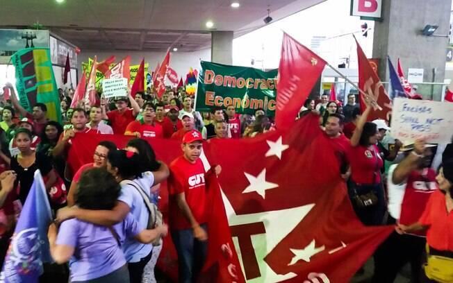 Cerca de mil manifestantes se concentraram em Brasília em ato convocado pela CUT (13 de março)
