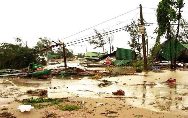 Tufão Doksuri, no Vietnã, deverá segui para o oeste do país e perder força nos próximos dias
