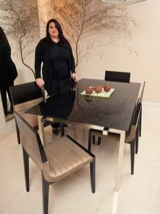 Mônica Fitipaldi já arrematou móveis para a área de serviços e dormitório da filha