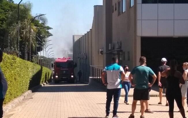 Incêndio atinge empresa em bairro de Valinhos