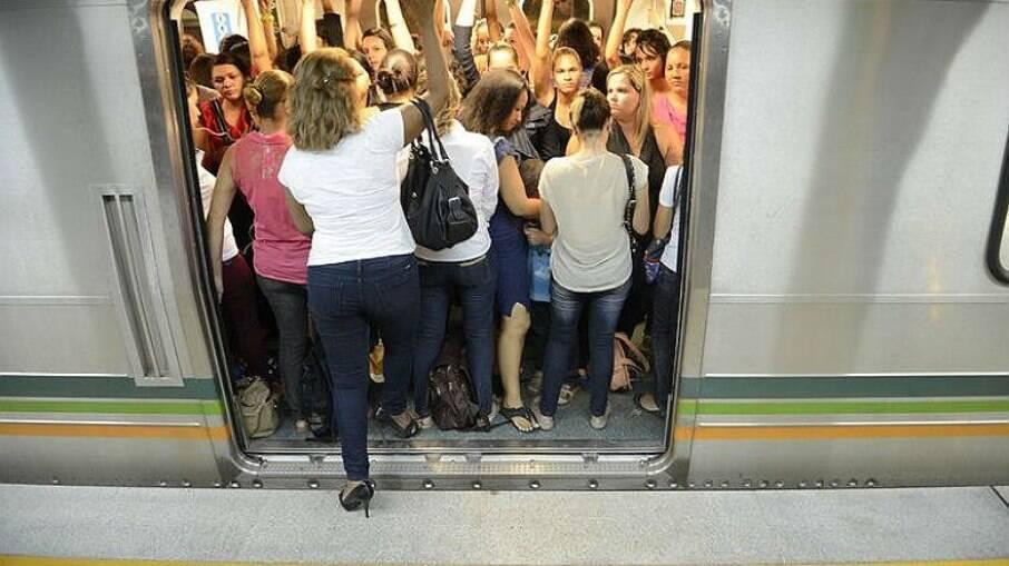 Mulheres no transporte público enfrentam assédio sexual