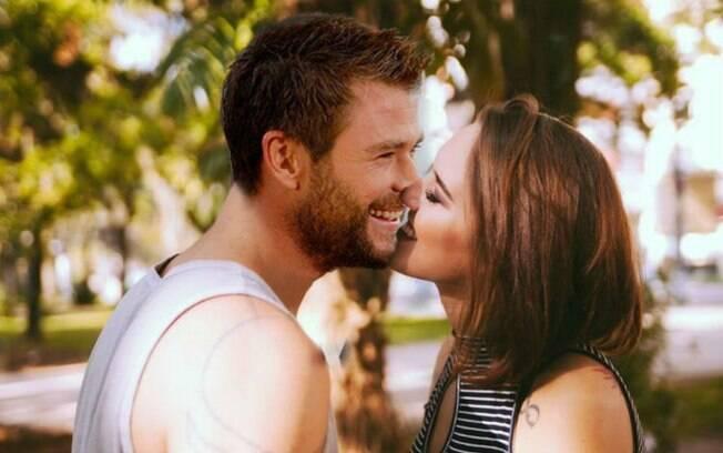 Além da montagem com Chris Hemsworth, Erika fez algumas com Chay Suede, mas não as publicou na internet