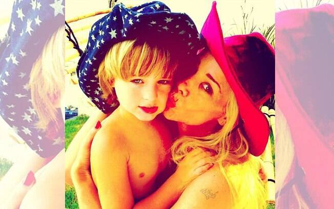 Danielle Winits homenageia o filho Noah pelo Instagram