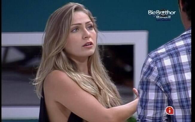 Renata e João Maurício discutem