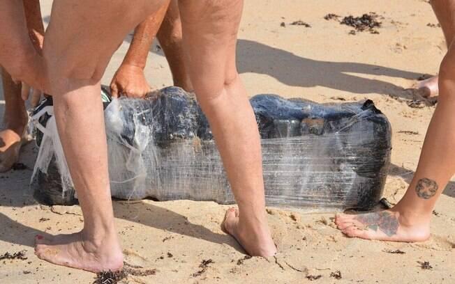 Os pacotes de maconha começaram a aparecer nas praias do estado da Flórida e deixaram muita gente confusa
