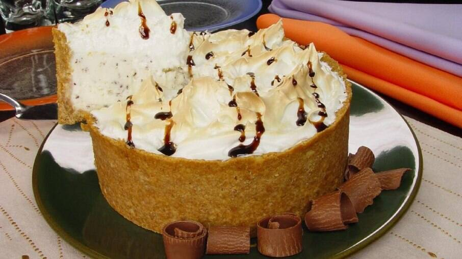 Torta de sorvete assado para surpreender na sobremesa