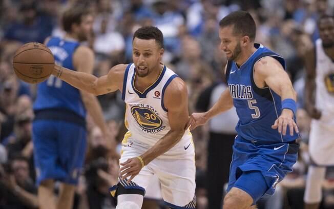 Stephen Curry foi o cestinha da partida com 29 pontos