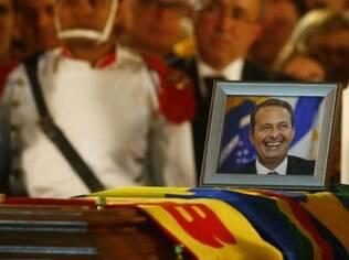Selfies' tiradas durante o funeral de Eduardo Campos geraram debate sobre regras de comportamento