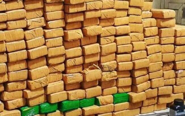 A Polícia Militar informou que se trata da maior apreensão de drogas do ano na cidade.