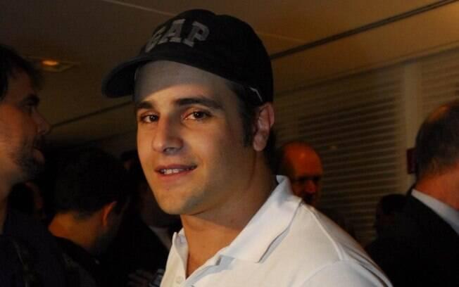 Rodrigo Scarpa se prepara para ganhar 16 quilos