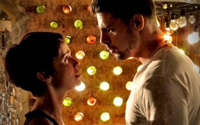 Jorginho pede Nina em namoro, mas ela lembra de sua vingança contra Carminha e fica confusa