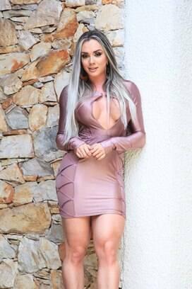 194e225a3 De vestido curto, Juju Salimeni posa sensual e fala de retorno a TV ...