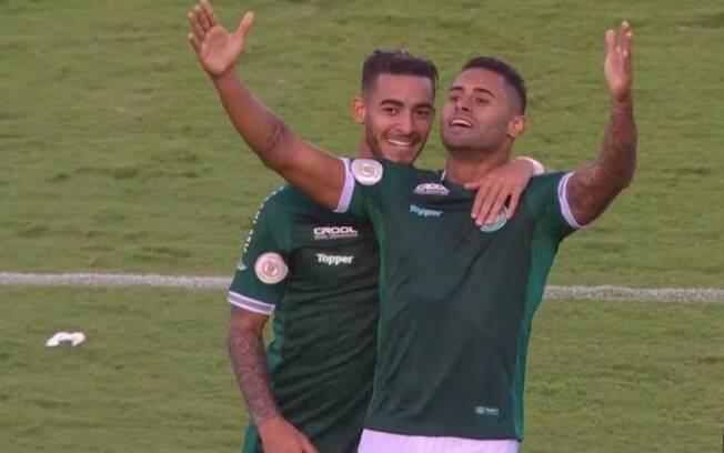 Kayke comemora gol do Goiás