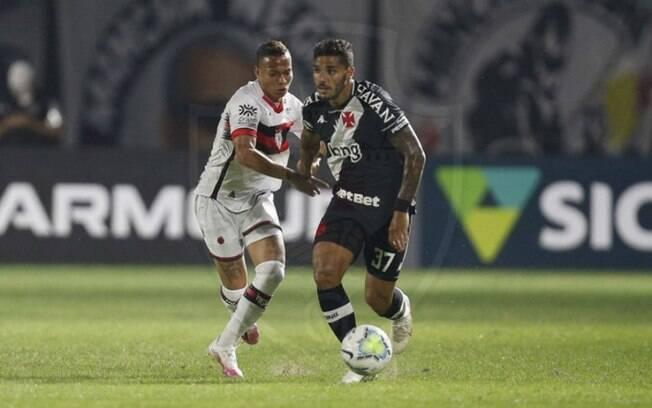 Vasco entra em campo nesta quinta contra o Atlético-GO