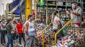 Comerciantes pedem fim de restrições e negam que lojas ajudem propagação da Covid-19