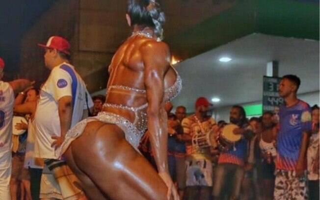 Gracyanne Barbosa impressiona com corpão durante ensaio para carnaval
