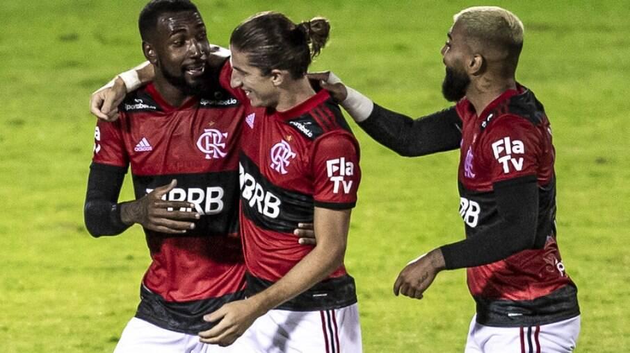 Jogadores do Flamengo comemoram gol contra o Madureira, pelo Campeonato Carioca