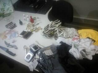 Trio roubou mercadorias da loja e pertences de clientes e funcionários