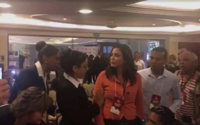 Jornalista Valéria Monteiro chegou a ser ameaçada de ser retirada do auditório à força pelo presidente da legenda