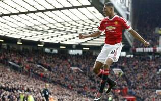 Manchester United goleia o Chelsea na estreia do Campeonato Inglês