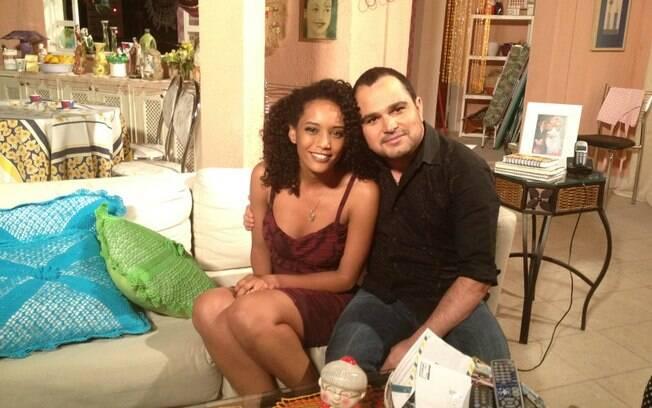 Luciano Camargo também foi pego pela fã Taís Araújo durante sua participação na novela