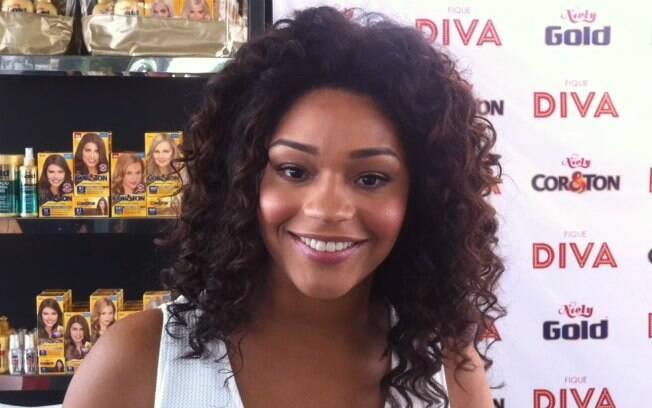 Juliana Alves, aos 33 anos: 'Tirar maquiagem antes de dormir, água termal e hidratação no cabelo são fundamentais'