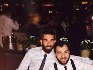 Bolo de aniversário foi surpresa de amigos para Turan