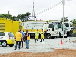 Estrutura. Postos provisórios (contêineres amarelos) têm banheiro, água e informações para condutores