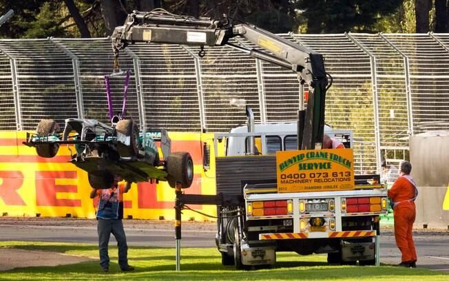 Carro de Nico Rosberg é retirado da pista na  Austrália