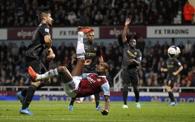 Vaz Te faz golaço de bicicleta na derrota do West Ham por 3 a 1