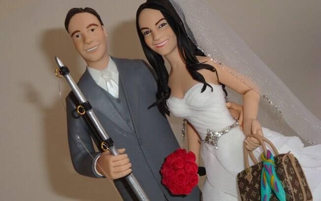 Topos de bolo que fazem referência às paixões de cada um do casal são populares. Do Ateliê Artes Rosana