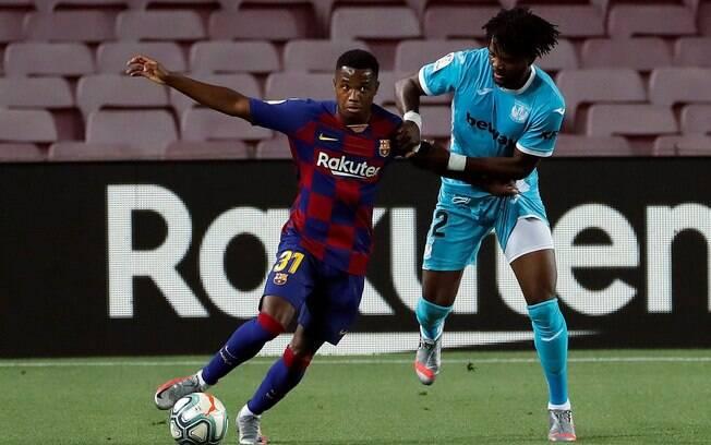 Barcelona derrota Leganés e segue na liderança do Espanhol