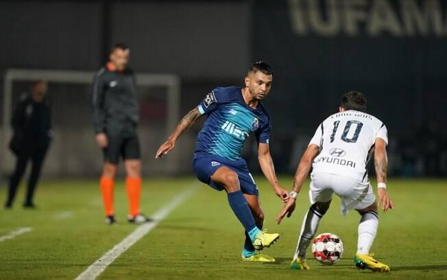 Porto perde para o Famalicão e pode ser ultrapassado pelo Benfica