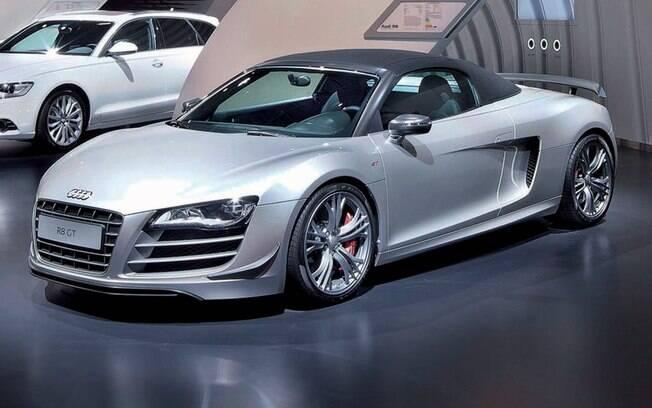 O modelo escolhido por Anne Hathaway é o Audi R8 Spyder
