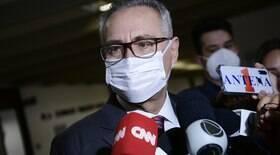 Renan Calheiros adia entrega do relatório para outubro