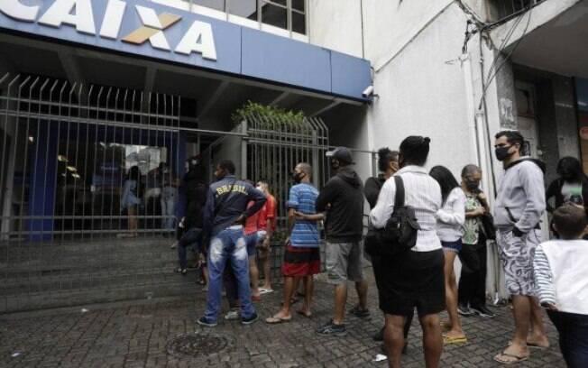 Caixa paga o auxílio emergencial a 5,2 milhões de brasileiros nesta quarta-feira (21)