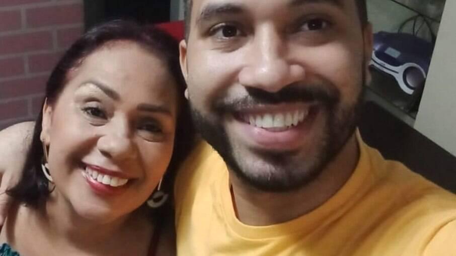 Jacira parou a faculdade para acompanhar o filho no BBB