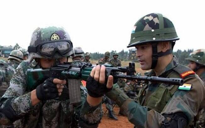 Militares dos dois países se reuniram para discutir a situação.