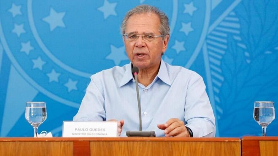 Ministro da Economia Paulo Guedes diz que governo busca implementar bônus a desempregados