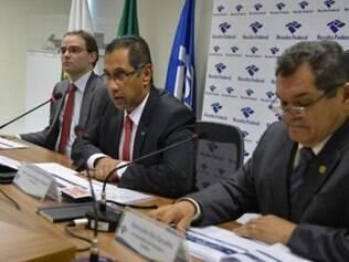 Claudemir Malaquias (ao centro) explicou que a legislaação impede a adoção imediata das medidas que elevam os tributos