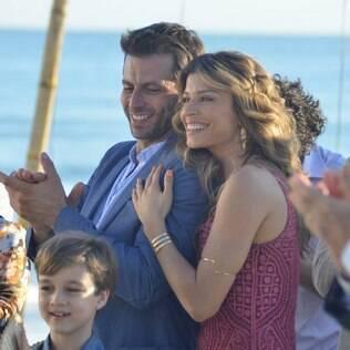 Elenco de 'Flor do Caribe' grava cena do casamento dos personagens Juliano e Natália