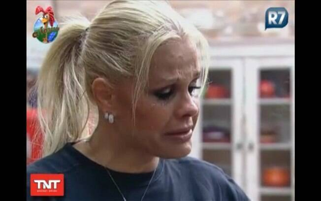 Monique volta a chorar no reality