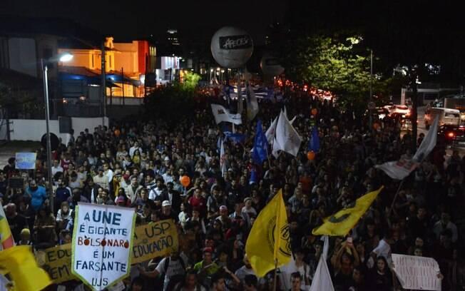 Marcha de estudantes segue do Largo da Batata para a Avenida Paulista