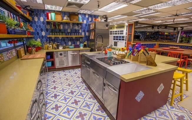 A cozinha dos 'brothers' é super colorida