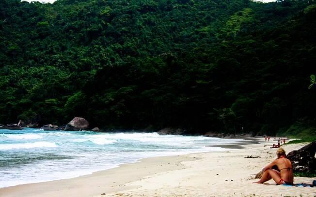 Vila de Trindade, em Paraty, tem algumas das praias mais bonitas da região