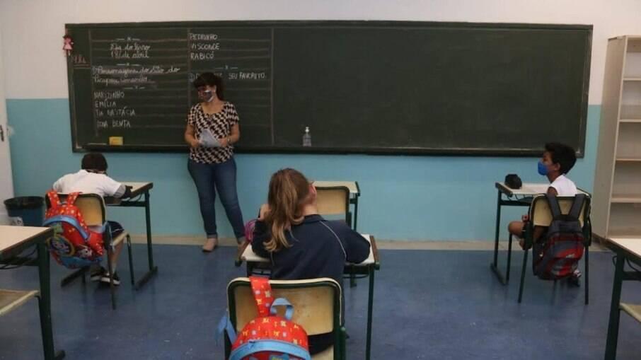 Alunos voltaram nesta segunda-feira (03) para aulas presenciais em escolas municipais de Santos
