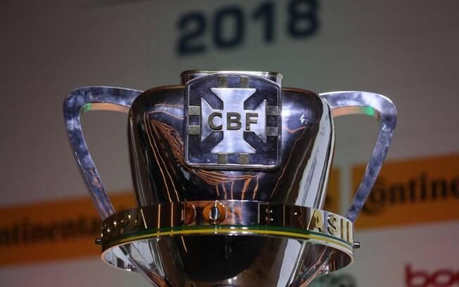 O troféu da Copa do Brasil de 2018 que será entregue ao campeão no dia 17 de outubro